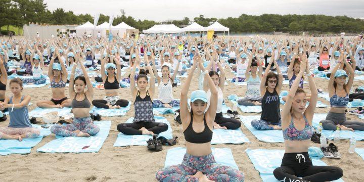 600人ものROXY LOVERがビーチに集い、思い思いの楽しみ方で3つのアクティビティに挑戦した1日