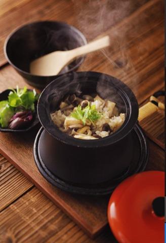 """""""魔法のカーボンココット""""なる料理を数段楽てくれる「ANAORI CARBON """"COCOTTE RINGO」誕生!"""