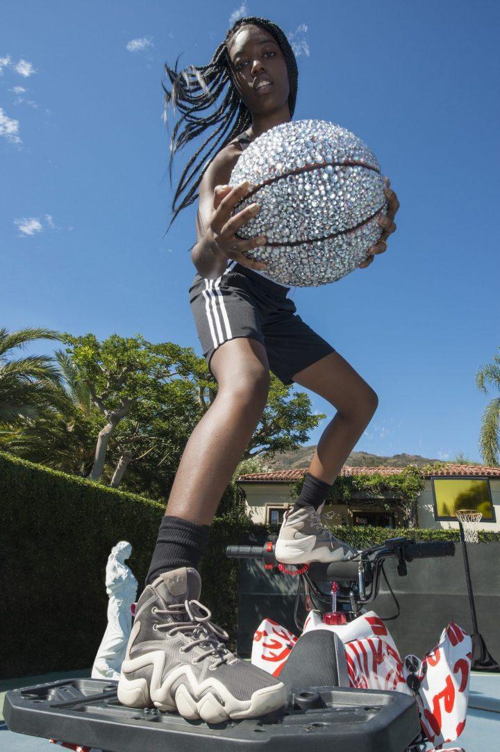 """未来的なシルエットのバスケットボールからインスパイア受けた「adidas Originals」の""""CRAZY""""シリーズ"""