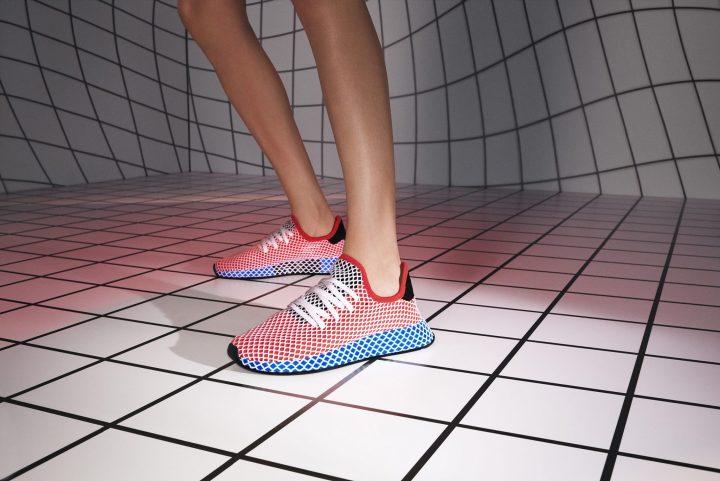 """80 年代に人気を博した「adidas」のランニングシューズを近未来的に再構築した""""DEERUPT"""""""