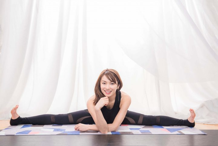 女優 内山理名がヨガインストラクターとしての経験を活かし、美しいカラダづくりをサポート!