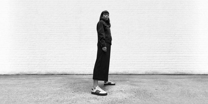 """「adidas Originals」の""""SAMBA ROSE W""""はトレンドの厚めソールがスタイルアップさせくれる1足"""