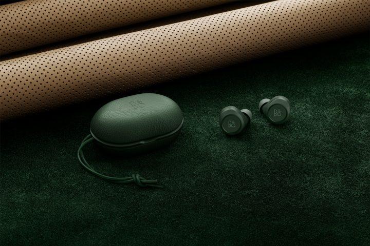 """「Bang & Olufsen」の人気イヤホン""""Beoplay E8""""のニューカラーは上品でレトロモダンな緑"""