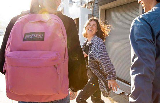 【JANSPORT】PCスリーブとウォーターボトルポケットを搭載した「スーパーブレイク®プラス」が13色で展開